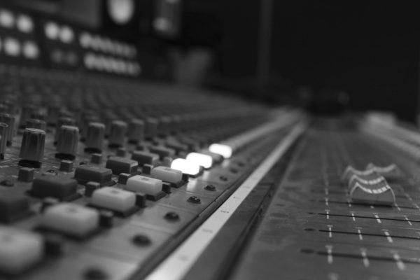 Online Audio Mixing